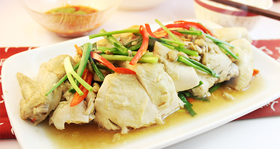 Steamed chicken with soybean sauce